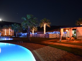 BUNGALOW-VIEW-NIGHT